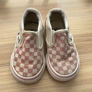5️⃣/$20 Vans Pink Checkered Slip On Shoes